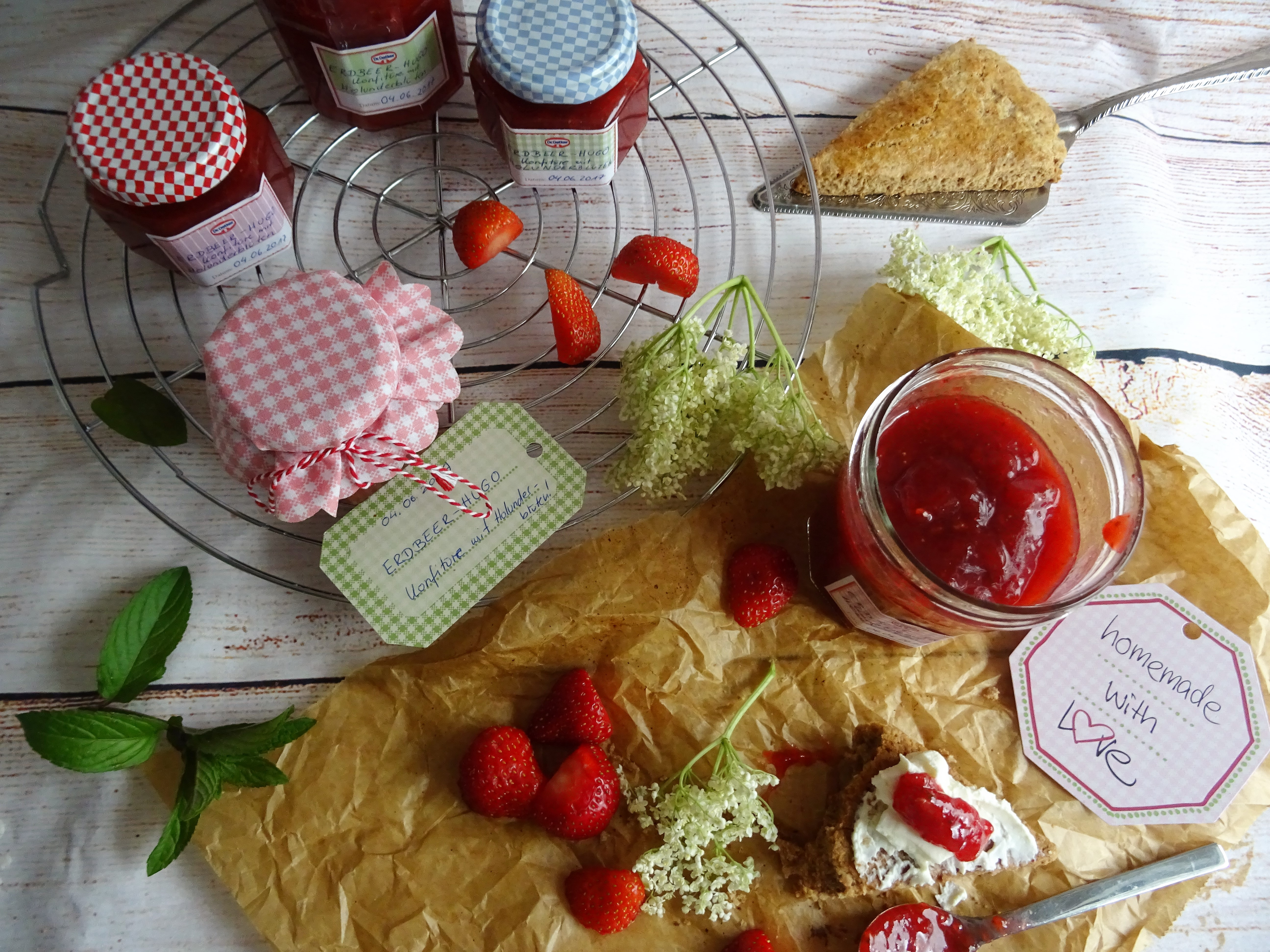 Schnelles Feiertagsfrühstück: Scones mit Erdbeerkonfitüre